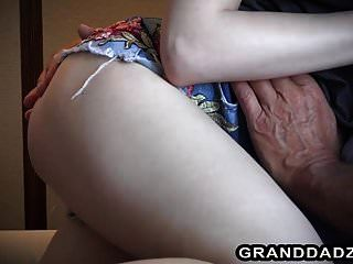 Linda Adolescente Vera Folla A Su Vieja Maestra Senior