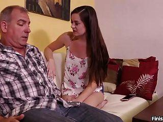 Sexy Adolescente Masturba A Un Hombre Maduro