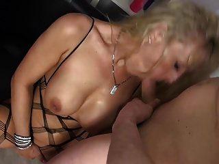 Madres Tetonas Maduras Teniendo Sexo Con Chicos