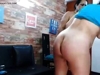 Dúo De Madre E Hija Desnudando En Cámara