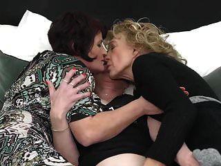 Tres Abuelas Se Lamen Y Se Follan Unas A Otras En Trío De Lesbianas