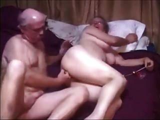 Abuelo Y Abuela En La Cama