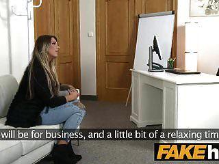 Agente Falso Chica Alemana Con Tatuajes Y Cuerpo Natural