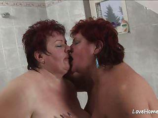Nena Gorda Y Su Niña En Bathtub.mp4