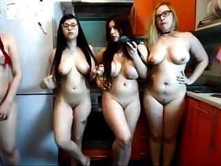 Chicas Desnudas Con Curvas Calientes