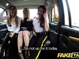 Falso Taxi Trio Lésbico Caliente En Londres Cum Taxi Manchado