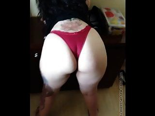 Bonita Milf Latina Gruesa En Tanga Roja Con Frontal