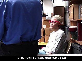 Shoplyfter Ebony Teen Atrapado Robando Follada Por Lp Oficial