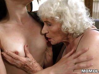 Anciana Norma Y Su Amiga Lesbiana Más Joven