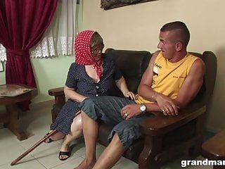Granny Hardcore Muy Viejo Follada Por Un Semental Más Joven