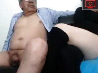 Abuelo Y Su Joven Mamón