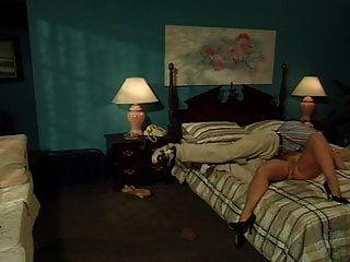 Nina Hartley Sexy Milf Enseña A Los Jóvenes Sementales Una Lección