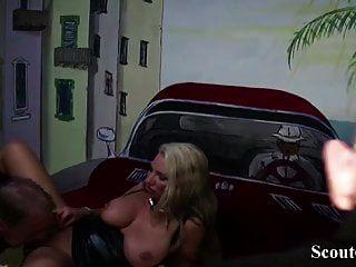 Mamá Alemana Jenny Joder Con Dos Extraños En El Club Swinger