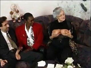 Abuela Y Amigos