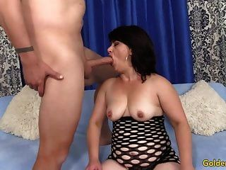 Abuela Toma Una Polla Dura En Su Boca Y Chocho