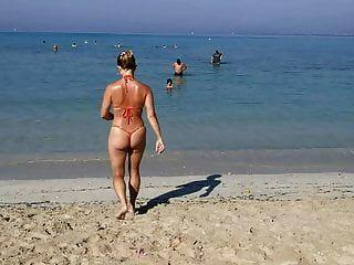 Tanga Naranja Cadena Sexy Micro Bikini Playa Pública Milf