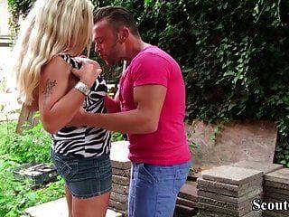 Dos Prostitutas Callejeras Alemanas Follan Al Aire Libre Con Un Desconocido En 3some